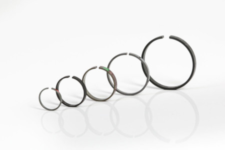 Turbocharger oil sealing rings for turbo main shaft or actuator